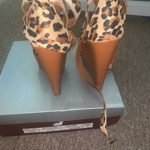 Breckelles Shoes - Leopard print platform sandals